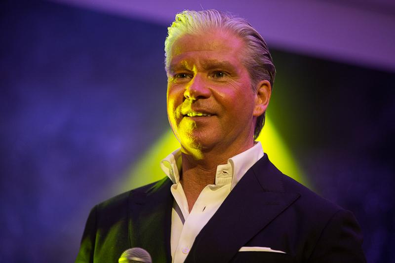 Dries Roelvink bij de Geels Nieuwjaarsparty in Studio Aalsmeer. [fotocredit Harold Versteeg]